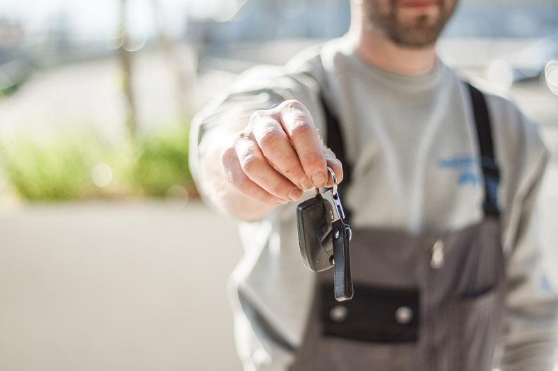 auto op slot met sleutel erin