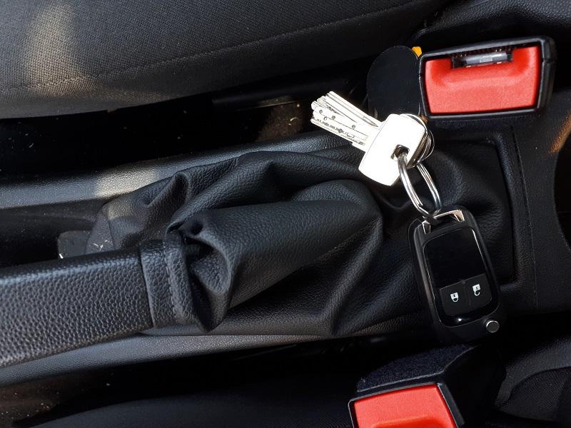 sleutel in auto laten liggen