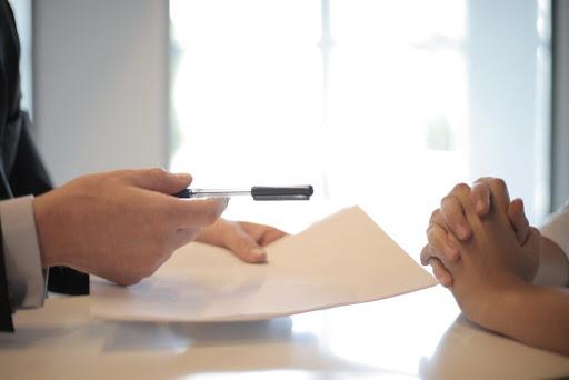 Een uitnodiging van een sollicitatiegesprek: hoe reageer je hierop?